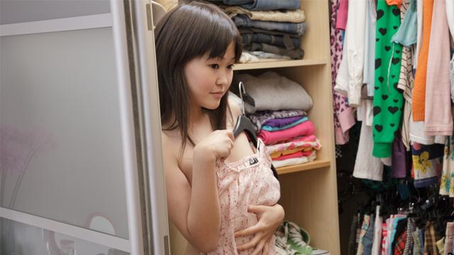 Adorable Asian schoolgirl pleases pussy